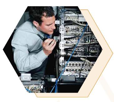 ¿Está usted entre las personas que tienen habilidad para diseñar y perfeccionar? Si es así, quizás tenga algunas opciones de empleo prometedoras esperándolo. Hay demanda de administradores de sistemas de computadoras y de red en una creciente cantidad de empleos basados en tecnología. Esos trabajos no admiten el aburrimiento y los administradores de sistemas de computadoras y de red diseñan, instalan, configuran y mantienen redes y/o sistemas informáticos de múltiples usuarios para todo tipo de organización y negocio. Son responsables del mantenimiento administrativo en el lugar día tras días para los usuarios de software en una variedad de ambientes laborales, como oficinas profesionales, pequeños negocios, el gobierno y grandes empresas. Estos trabajos intensos son impulsados por los constantes avances en la tecnología y requieren una actualización regular en los conocimientos de tecnología. La ocupación es emocionante y gratificante para las personas que quieren trabajar con tecnología de avanzada.